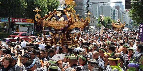 新宿花園神社の例大祭開催日と歴史・交通アクセスなど